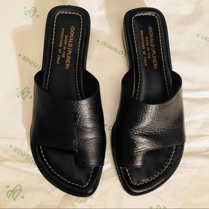 Donald J Pliner the Nappa shoe in black from Italy